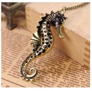 vintagle-sea-horse-necklace
