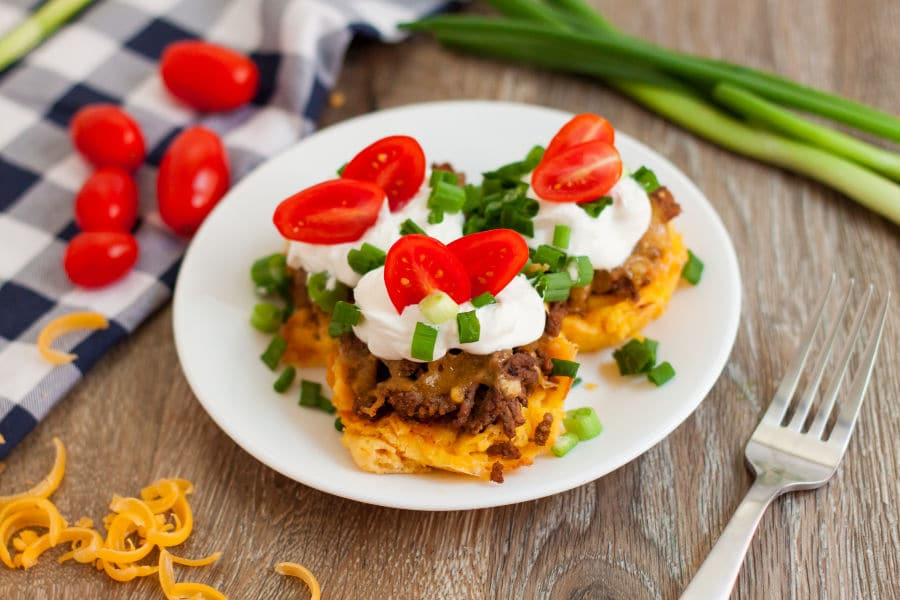 These Keto Low Carb Taco Cups are going to become one of your all time favorite meals! Kids love the delicious flavor of the taco seasonings! This is a perfect low carb meal for your keto meal plan. Grab a few ingredients and whip these up for dinner tonight! #keto #lowcarb