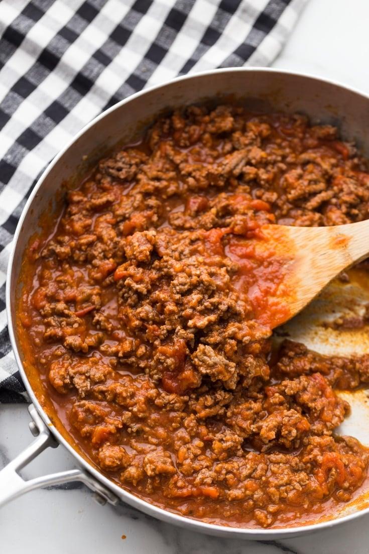 low carb marinara sauce for low carb lasagna in a skillet
